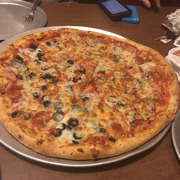 Large Pepperoni Pizza, Mushrooms, Black Olives @ Roma's Pizza