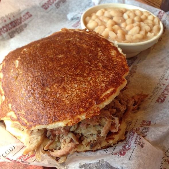 Pulled Pork On Cornbread With White Beans @ Bar-B-Cutie
