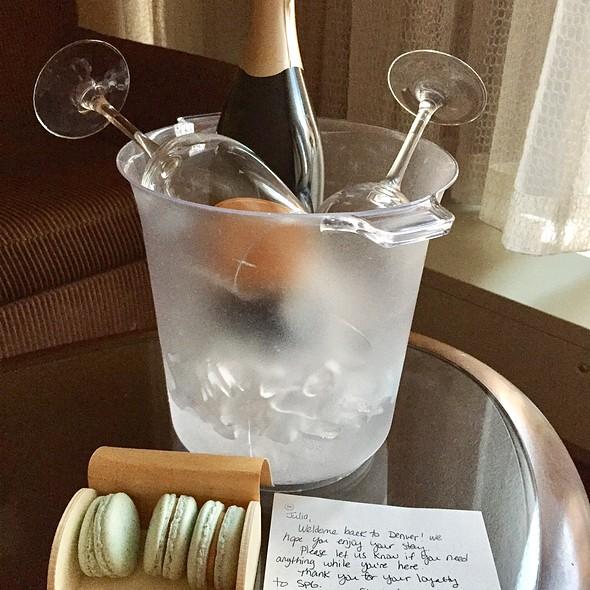 Champagne @ Sheraton Club Lounge