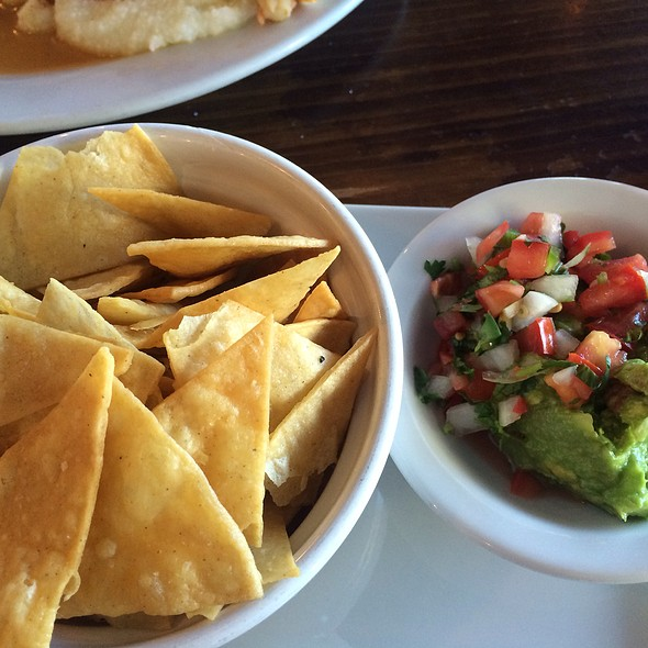 Guacamole and Chips @ Killer Cafe