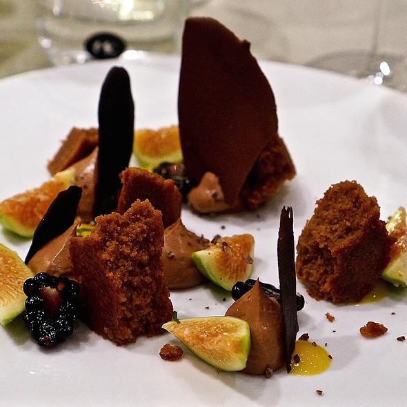 Dark chocolate textures, mousse, cake, chip; fresh figs, blackberry, mango sauce @ Venissa