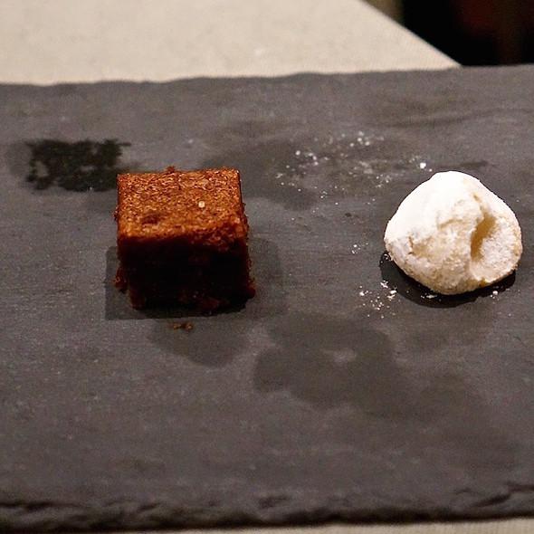 Mignardise – coffee tart, brownie, almond cookie, apricot pâte de fruit @ Venissa