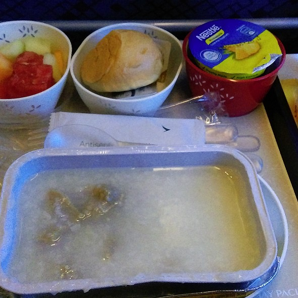 Sliced Beef Congee Breakfast @ CX828 HK to Toronto