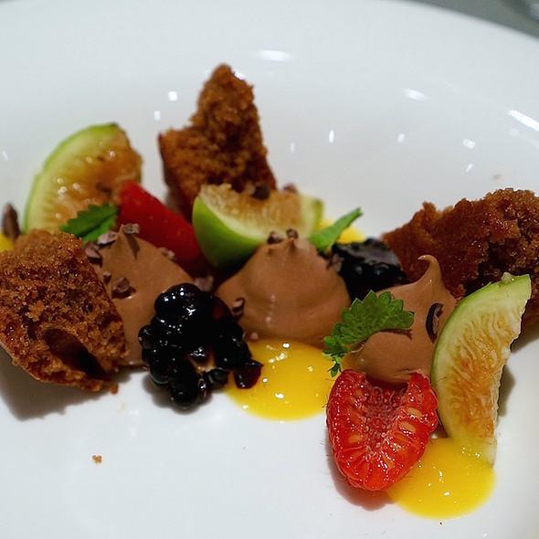 Dark chocolate, fresh figs, mango, blackberries, raspberries