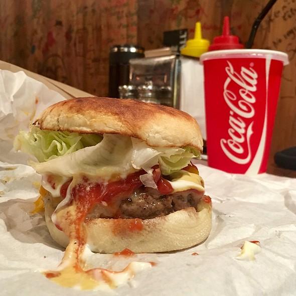 Bacon Cheeseburger @ Burger Joint