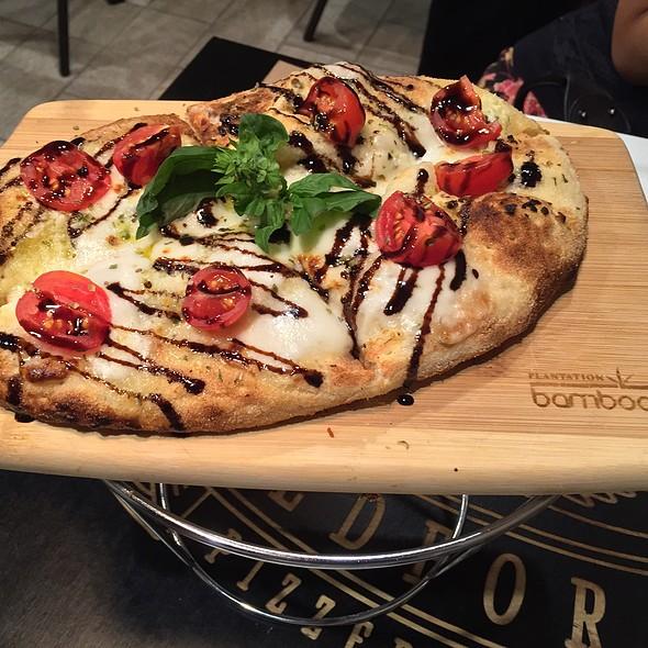 Cheesy Bread (Fior Di Latte, Garlic, Cherry Tomatoes, Balsamic Glaze)