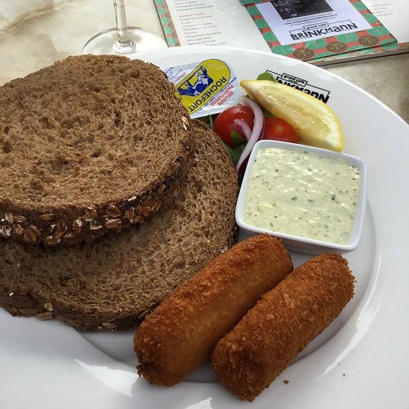 Hollandse Garnalenkroket ( Dutch Shrimp Crowuettes With Brown Bread)