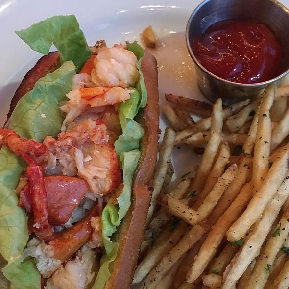 Manhattan Style Lobster Roll