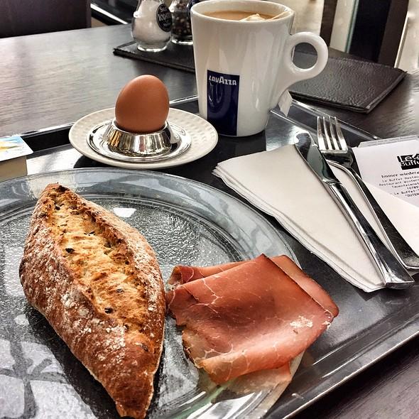 Breakfast @ Kadewe
