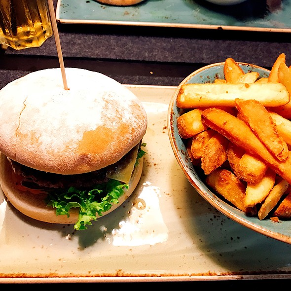 Avocado Burger With Fries