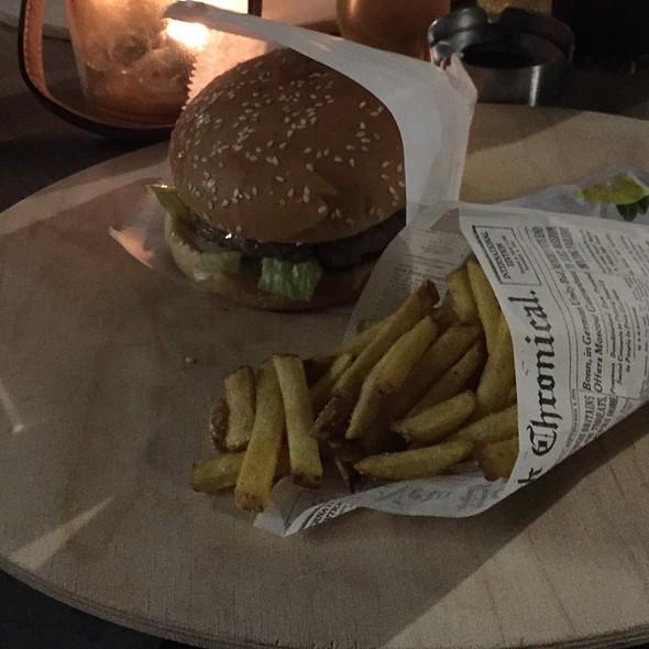 Classic Buger & Züri Fries