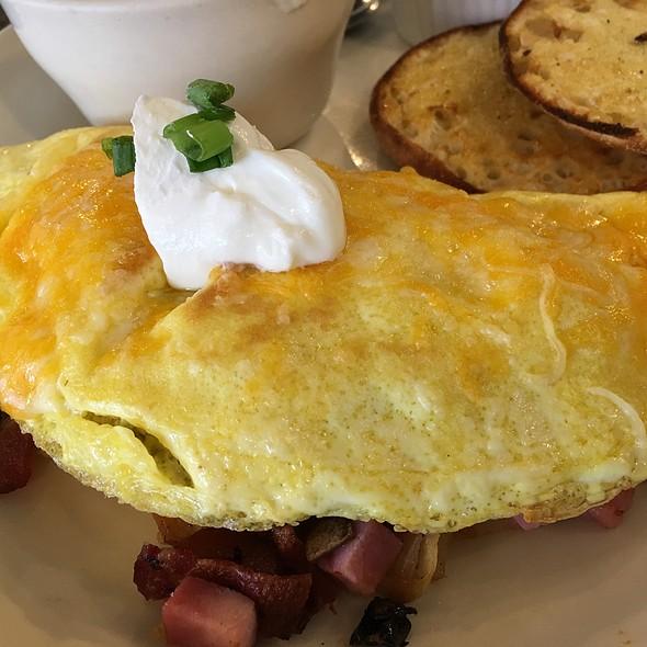 Egg-ceptional  Omelette @ The Egg & I