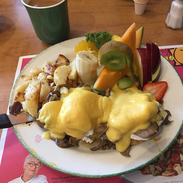 Eggs Benedict With Mushrooms, Brie, Holandaise And Fruits