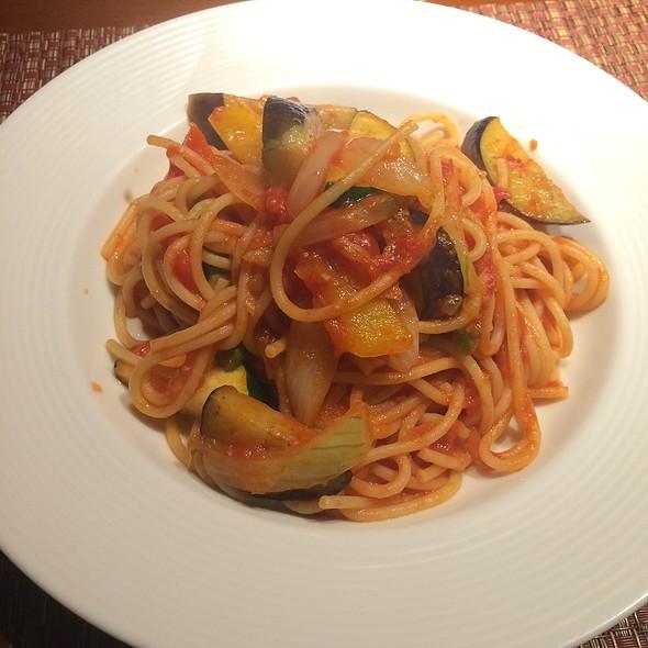 Tomato Sauce Pasta With Vegetables @ 壁の穴