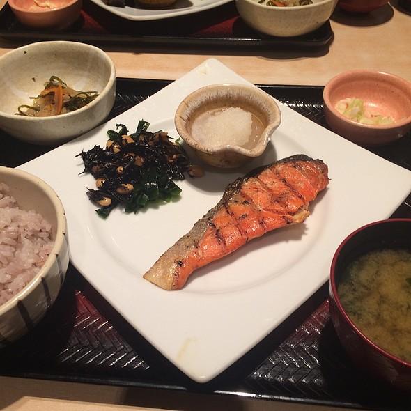 Grilled Salmon Teishoku @ 大戸屋ごはん処 渋谷宮益坂店