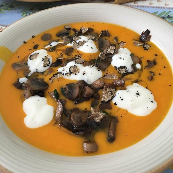 Vellutata Di Zucca Con Funghi E Crema Di Parmigiano (E Se Lo Avete Anche Tartufo) @ Home In Turin