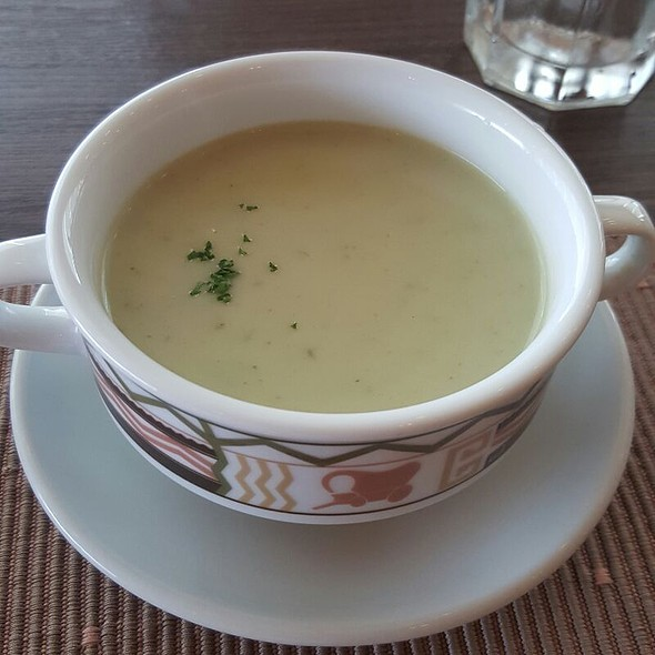 Spinach Cream Soup @ Highlands Steakhouse