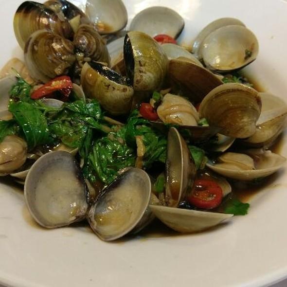 Stir-fried Clams @ 上淳活海鮮餐廳