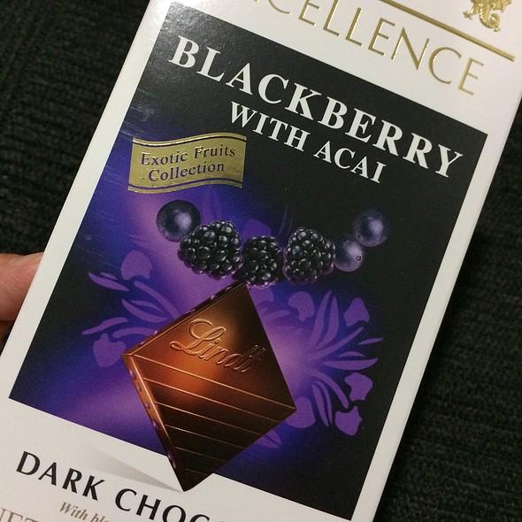 Lindts Dark Chocolate Blackberry With Acai