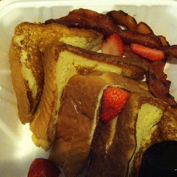 Strawberry And Cream Cheese Stuffed French Toast @ Toast Cafe Ballantyne