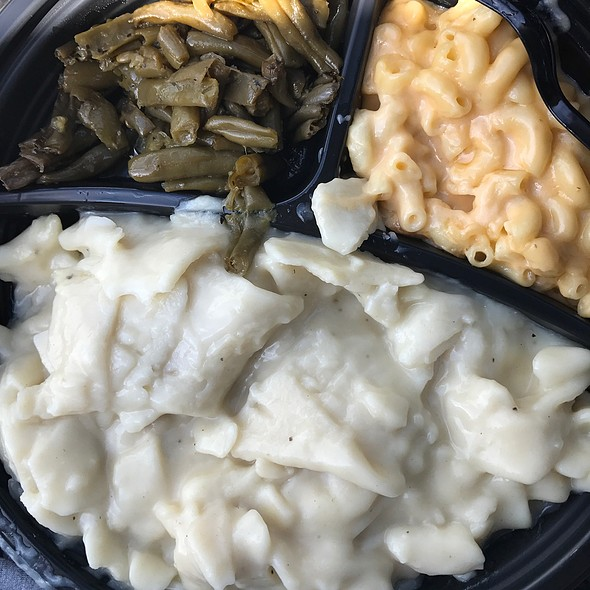 Chicken & Dumplings With Mac & Cheese And Green Beans