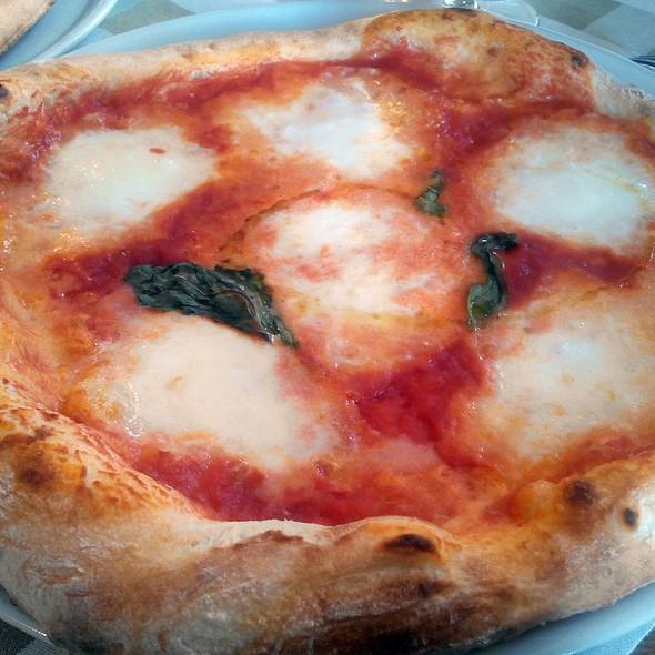 Pizza Margherita @ Menomale