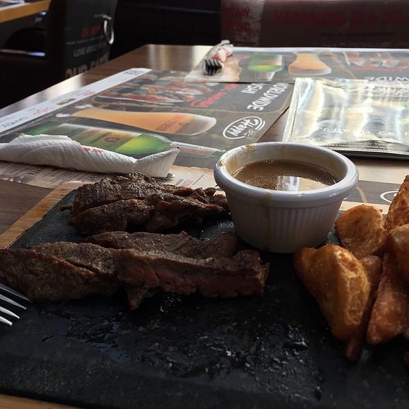 Fillet @ Happy Bar & Grill