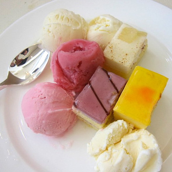 Dessert Plate @ Garden Cafe @ Kobe Bay Sheraton