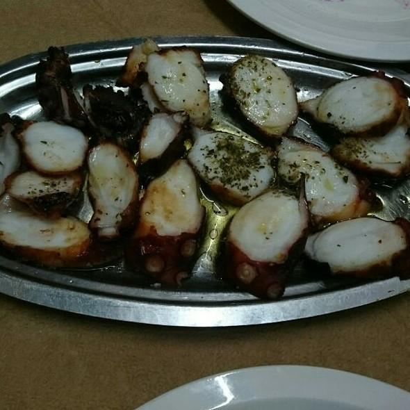 Grilled Octopus @ To Triantafilo Tis Nostimias