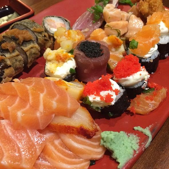 Combinado de Sushi e Sashimi @ Ícaro Gastronomia
