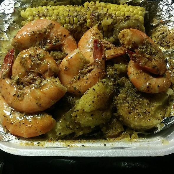 Seafood Plater, Shrimp, Corn, Sauage, Potatoe @ Seafood Connection Charlotte