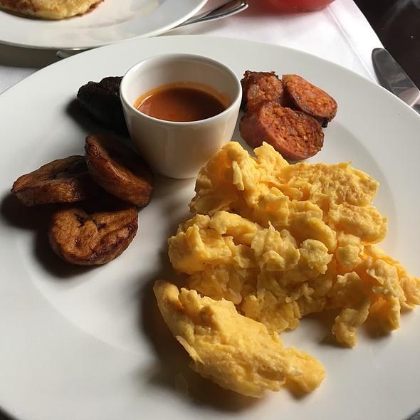 Desayuno Antigueno @ Hotel El CONVENTO