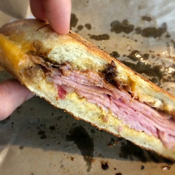 Porco Sandwich @ Mondo Market