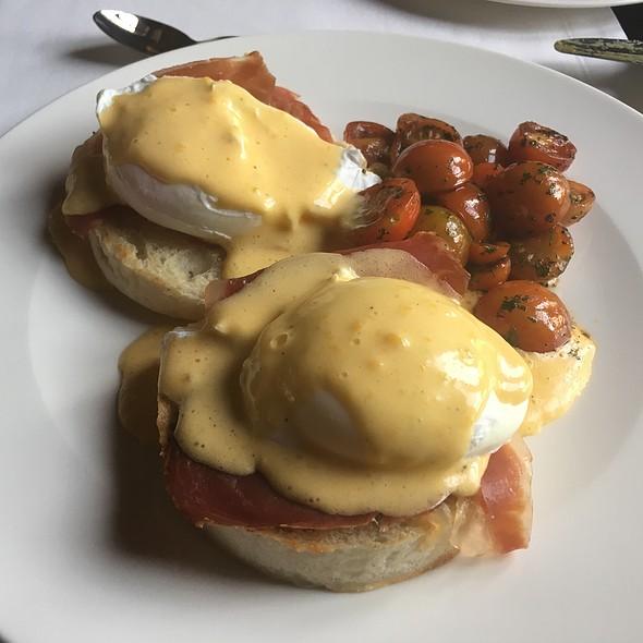 Eggs Benedict With Serrano Ham @ Hotel El CONVENTO