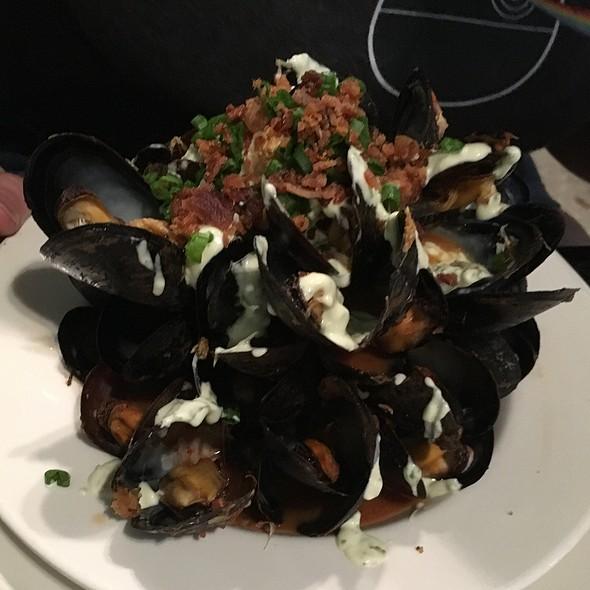 Saffron mussels @ Orleans Grapevine