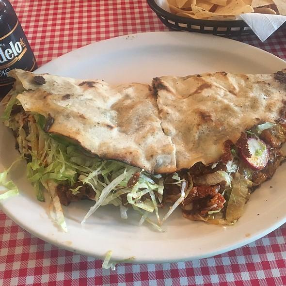 Tlayuda @ Restaurante Juquilita