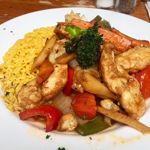 Spicy Ginger Chicken Stir Fry @ Dublin's Bar & Grill