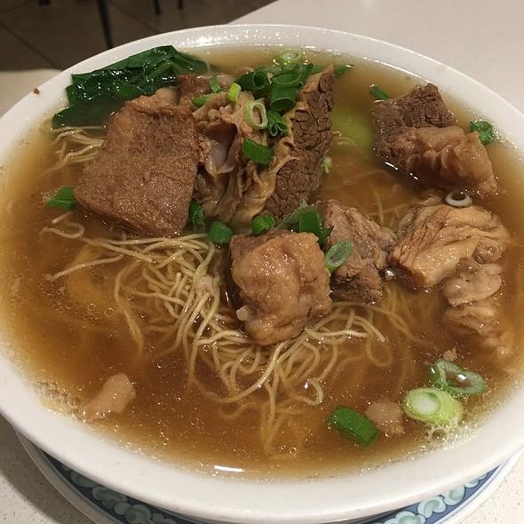 Beef brisket noodle soup @ Hoy's Won Ton House