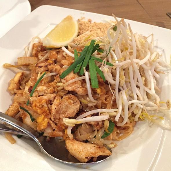 Pad Thai @ Caysorn Thai