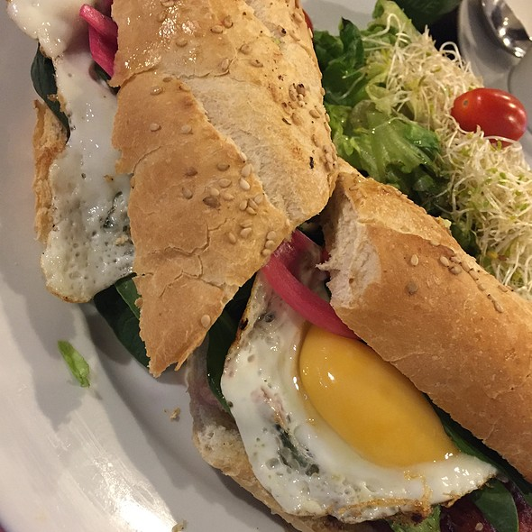Sandwich Gourmet De Huevo