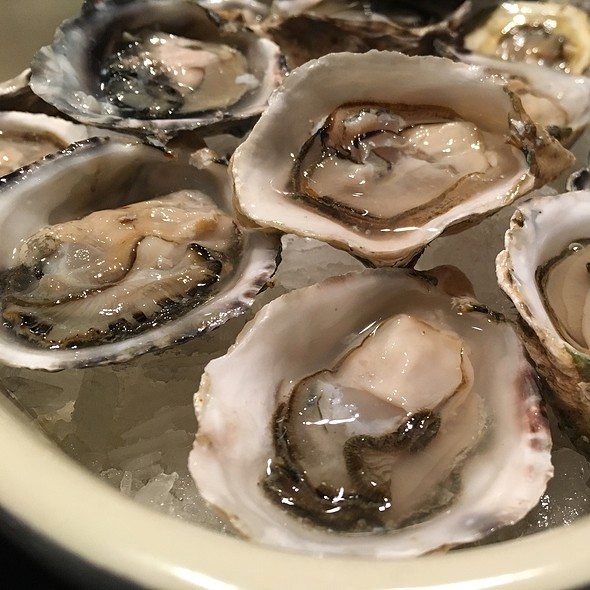 Kusshi Oysters @ Diana Seafood Market