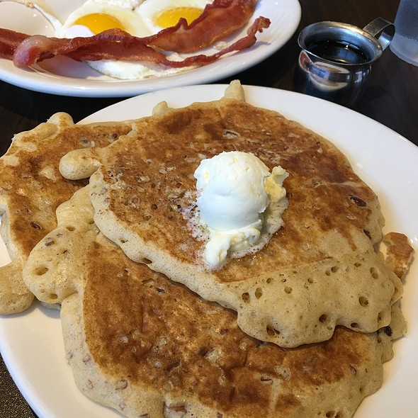 Pumpkin Pecan Pancakes @ Vick's Vittles