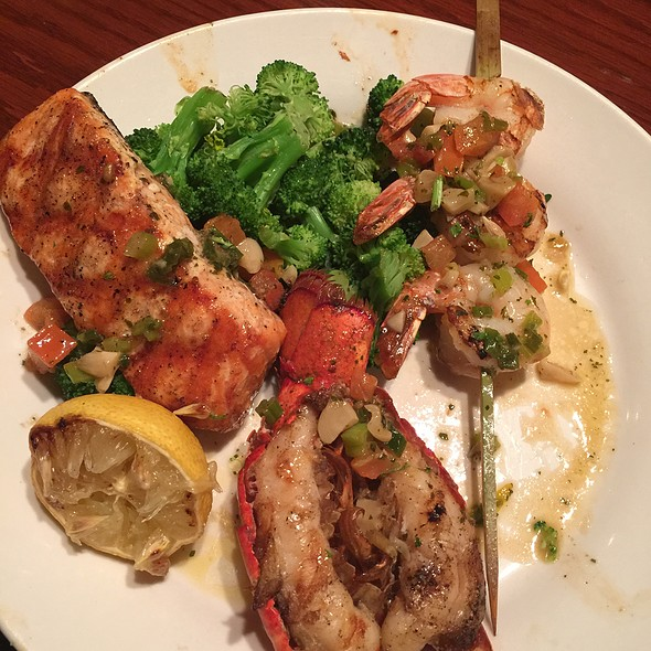 Wood Grilled Lobster, Shrimp And Salmon @ Red Lobster