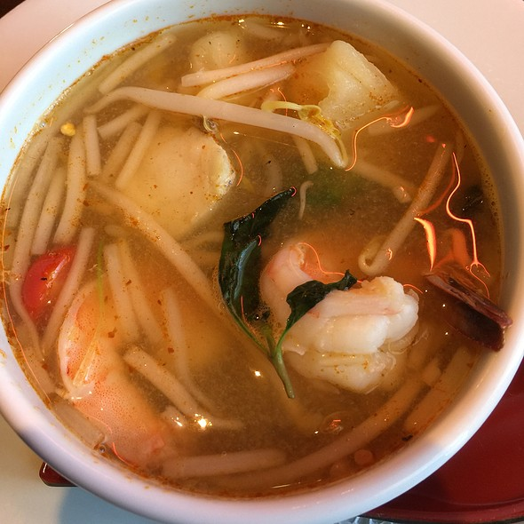 Tom Yam Hot And Sour Soup @ Zen Asian Fusion