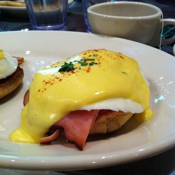 Eggs Blackstone @ Goldy's Breakfast Bistro