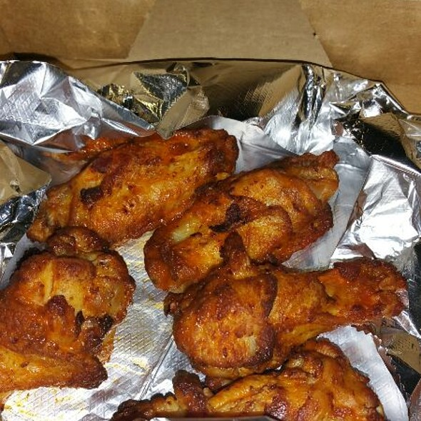 Mild Buffalo Wings @ Round Table Pizza