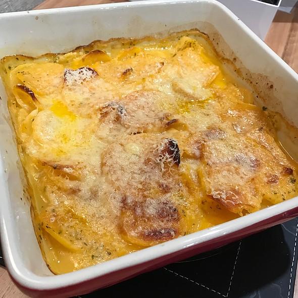 Cheesy Scalloped Potatoes @ Chookys