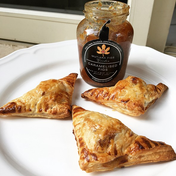 Baked Brie Bites with Jam  @ HAFH