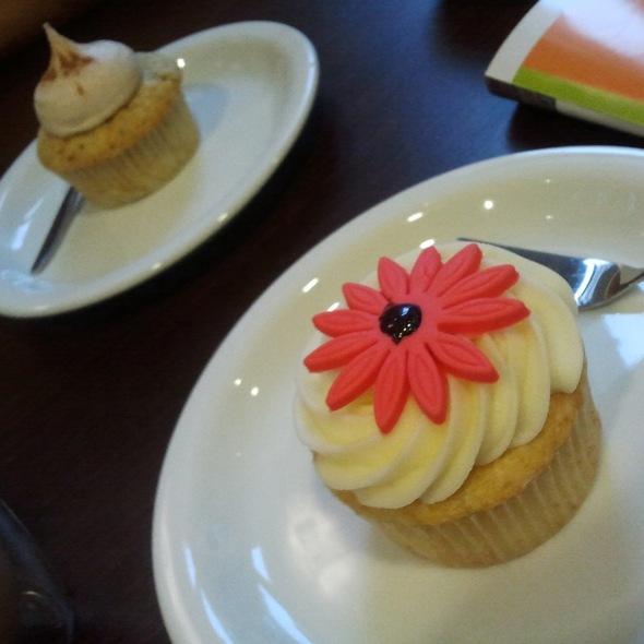 Vanilla cupcake @ PS!