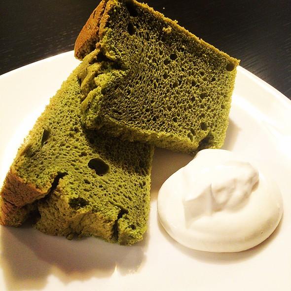 Matcha Chiffon Cake @ パパゲ珈琲店